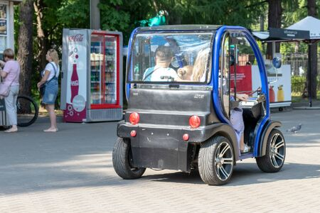 MOSCOW, RUSSIA - SEPTEMBER 02, 2018: People driving electric car in park. Reklamní fotografie - 133071338