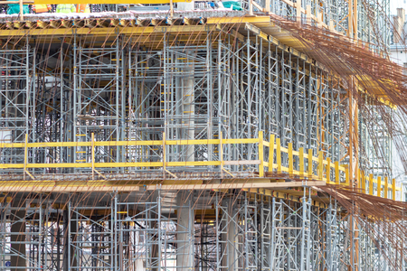Construction formwork for casting of monolithic concrete structures and scaffolding. Banque d'images