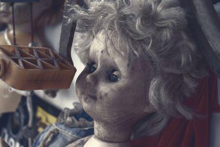 Creepy sinister old broken dirty abandoned doll as halloween concept. 版權商用圖片