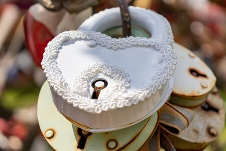 White wedding lock, castle close up on a wedding tree as a symbol of eternal love and happiness. Stockfoto