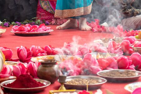 Wedding ceremony, traditional indian hindu marriage ritual with red flowers and attributes. Reklamní fotografie