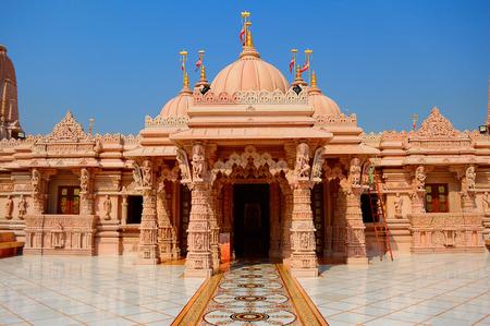Entry view of BAPS Shri Swaminarayan Mandir Pune 免版税图像