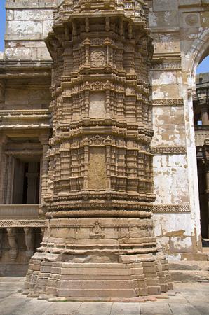 Carved pillar of outer wall of Kevada Masjid (Mosque), has minarets, globe like domes and narrow stairs, Built during the time of Mahmud Begada. UNESCO protected Champaner - Pavagadh Archaeological Park, Gujarat, India