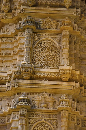 Details of a carved pillar of outer wall of Kevada Masjid (Mosque), has minarets, globe like domes and narrow stairs. UNESCO protected Champaner - Pavagadh Archaeological Park, Gujarat, India Stock Photo