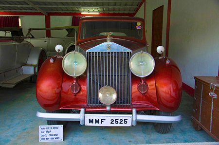 AHMEDABAD, GUJARAT, INDIA - June 2017, Close-up of the front of Rolls Royce (Year 1949), Coach work - park ward, England Auto world vintage car museum, Ahmedabad 新聞圖片