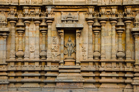 Carved idol on the inner wall of the Brihadishvara Temple, Thanjavur. Hindu temple dedicated to Lord Shiva, it is one of the largest South Indian temple, built by Raja Chola I between 1003 and 1010 AD Stockfoto - 101211804