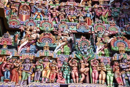 Colorful idols on the Gopuram, Sarangapani Temple, Kumbakonam, Tamil Nadu, India. It is one among the three major shrines of Lord Vishnu. Renovated during the period of Nayaka Kingdom of 16th century 写真素材