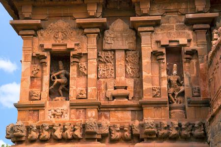 Natesa or Nataraja on the left and Kalantaka on the right, southern niche, Brihadisvara Temple, Tanjore, Tamil Nadu, India.