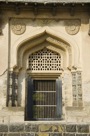 A door of one of the tomb located in the Haft Gumbaz Complex, Gulbarga, Karnataka Reklamní fotografie