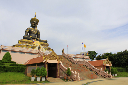Main entrance and steps to the idol of Phra Buddha Maha Dhammraja, Phetchabun, Thailand Imagens