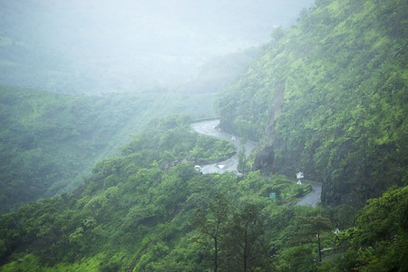Road to Sinhgad fort in rainy weather, Maharashtra, Pune Imagens