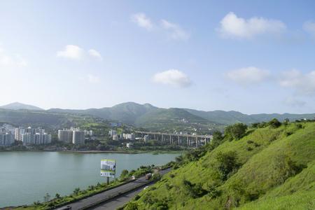 Jambhulwadi Lake, Mumbai - Pune bypass road at Pune in Maharashtra, India Reklamní fotografie