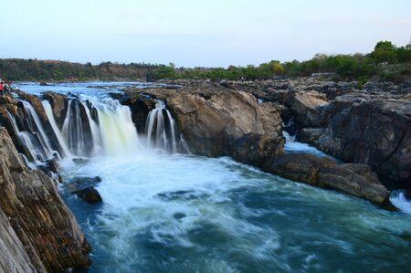 Dhuandhar falls located on Narmada river at Bedaghat in Madhya Pradesh, India Imagens
