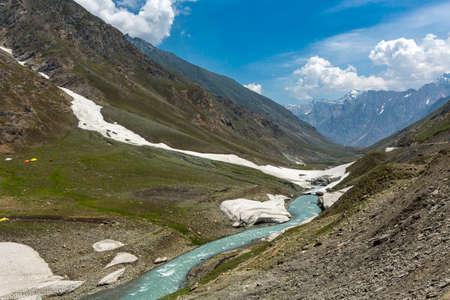 Glacier River at Zoji La Pass, Jammu and Kashmir, India 免版税图像