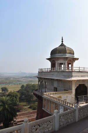 Taj Mahal view from Prison of Shah Jahan in Agra Fort, Uttar Pradesh 免版税图像