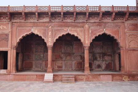 Red Hallway next to Jama't Khana at The Taj Mahal, Agra, Uttar Pradesh 免版税图像
