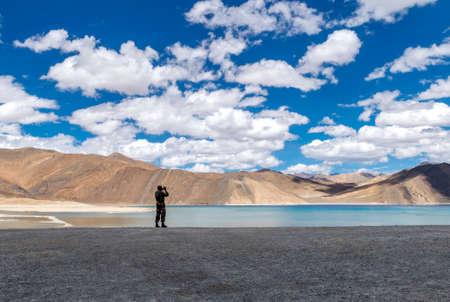 Armyman at Pangong Lake, Ladakh, India. Pangong TSo is an endorheic lake in the Himalayas situated at an elevation of 4,225 m Imagens