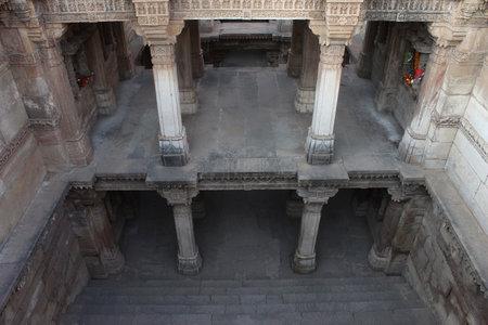 Inner view of Adalaj Ni Vav (Stepwell), or Rudabai Stepwell. Built in 1498 Five stories deep. Adalaj, Gujarat, India Imagens