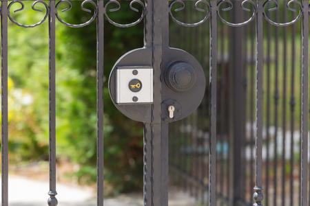 puertas de hierro: puertas de hierro forjado se bloquean