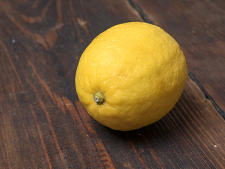 lemon closeup on wooden table Standard-Bild