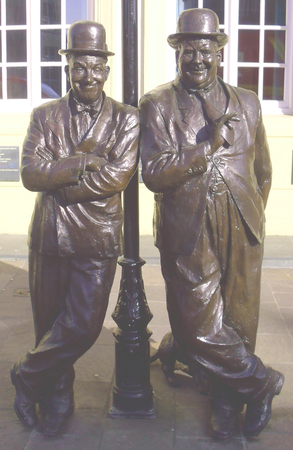 hardy: Laurel and Hardy Statue