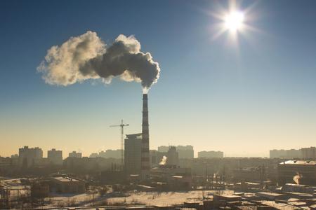 industrial landscape: Il paesaggio industriale nebbioso Archivio Fotografico