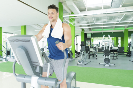 The sportsman in the cardio apparatus