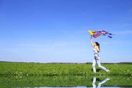 凧: 少女と凧 写真素材