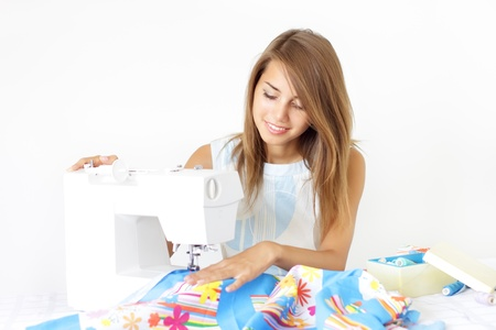 maquina de coser: Uso de m�quinas de coser para coser ropa de mujer