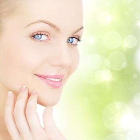 皮膚のケア。美しい若い女性のクローズ アップの肖像画