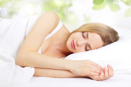 Açık zemin üzerine yatak Kız Sleeping