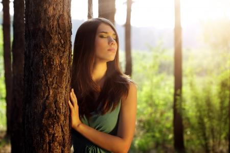 beautiful girl in fairy forest Foto de archivo