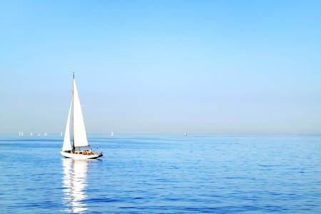 bateau voile: Voilier Golfe de Finlande Saint-P�tersbourg Banque d'images