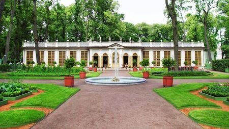 palacio ruso: Park, St. Petersburg, Rusia Foto de archivo