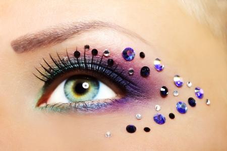 maquillaje de ojos: Maquillaje hermoso ojo femenino close-up