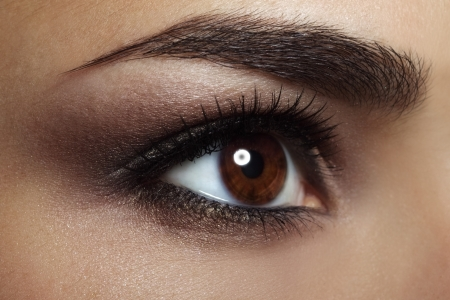 Maquillage des yeux la beaut� f�minine en gros plan photo