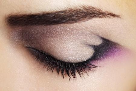 Maquillaje maquillaje de ojos púrpura hermosa vista de cerca