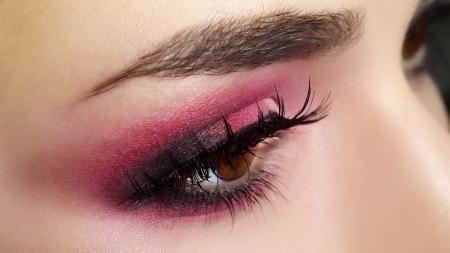 close up eye: Red Eye Makeup Bella trucco degli occhi da vicino Archivio Fotografico