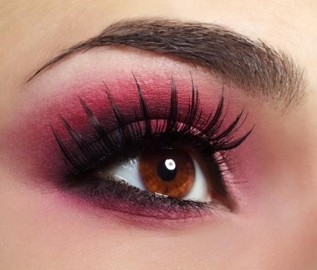 Maquillaje maquillaje de ojos rojos hermoso ojo de cerca