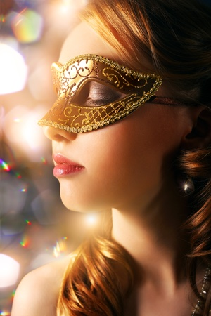 carnivale: Beautiful girl in carnival mask ondark background