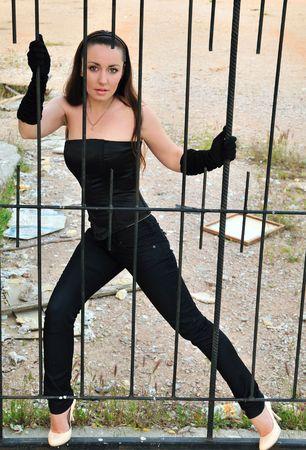 glamour niña en una jaula, que quiere salir