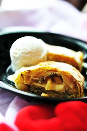 Apple hot strudel with vanilla ice cream