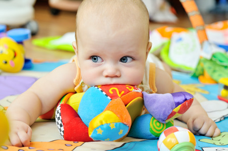 portret van zoete blue-eyed baby