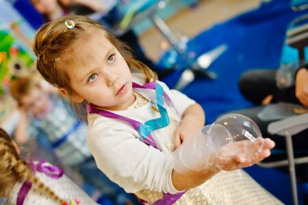 games hand: experiments with soap bubbles on the birthday party