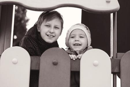 feliz hermano y hermana en el patio de recreo photo