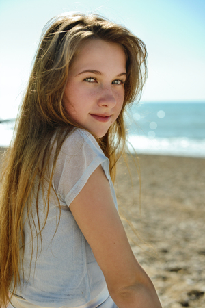 portrait of cute teenage girl in summer time 免版税图像 - 103699548