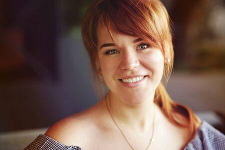 smiling portrait of ordinary pretty redhead woman Archivio Fotografico