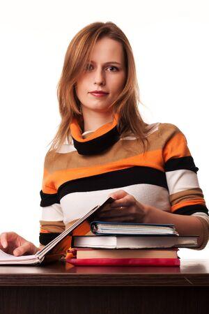 Mujer joven maestro sentado en el escritorio con diversos libro en la parte superior Foto de archivo - 8671493