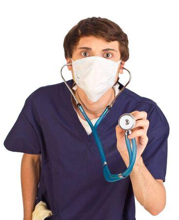 occhi sbarrati: Preoccupato lavoratore medica tenendo stetoscopio con gli occhi spalancati Archivio Fotografico