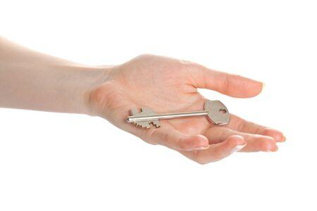 home key: Mano de mujer sosteniendo clave y regalando lo